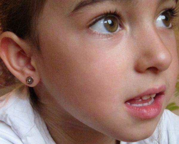 pendientes oro niña bebe rosca no alergia forrados comodos diferentes regalo moda diferente redondo bicolor circonita oreja