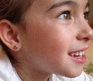 pendientes oro niña bebe rosca no alergia forrados comodos diferentes regalo moda diferente flor bicolor circonita oreja
