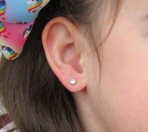 pendientes redondo grandes circonitas oro blanco niña bebe rosca seguridad oreja modelo