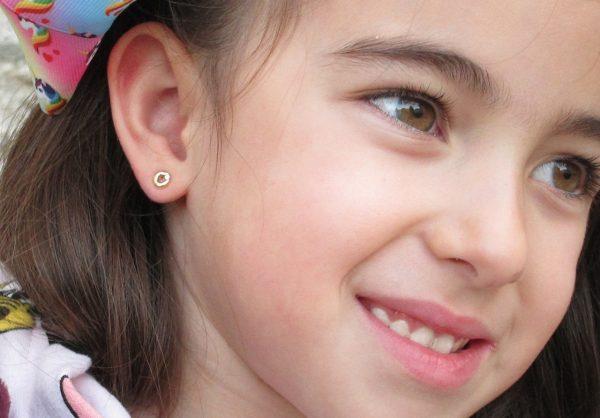 pendientes oro niña bebe rosca no alergia forrados comodos diferentes regalo moda diferente redondo bisel circonita oreja