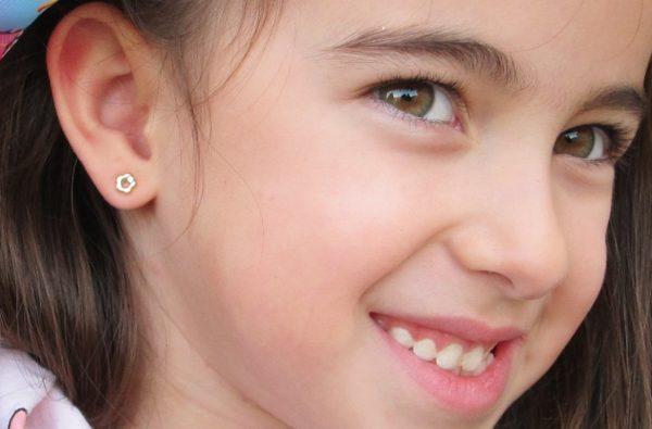 pendientes oro niña bebe rosca no alergia forrados comodos diferentes regalo moda diferente flor bisel circonita oreja
