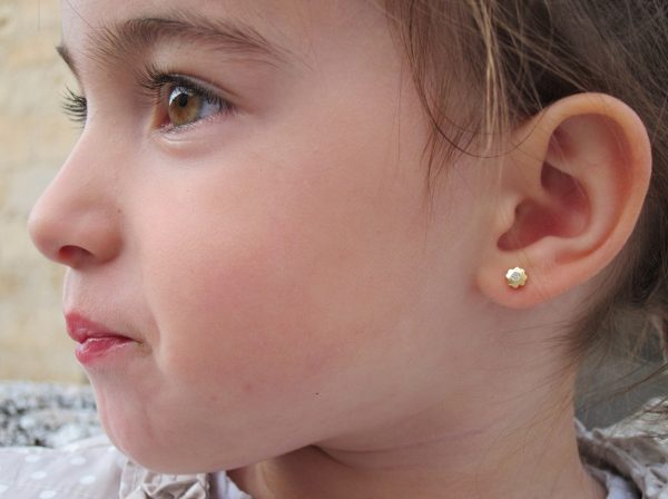 pendientes flor cuatrebol circonita oro bebe niña rosca seguridad oreja