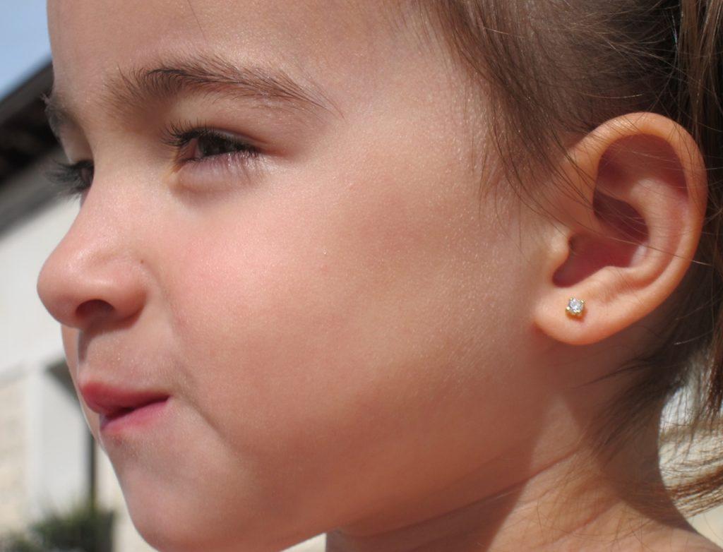 Pendientes cuatro garras circonita oro amarillo bebe niña rosca 3mm seguridad oreja