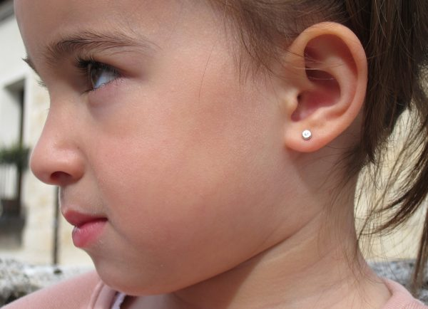 Pendientes redondo niña bebe brillante oro blanco rosca 4mm diamante oreja