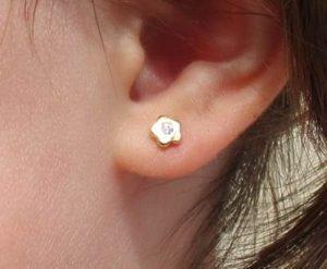 pendientes flor circonita oro niña bebe rosca baratos aretes pequeñas hipoalergénicos seguridad recién nacida en la oreja
