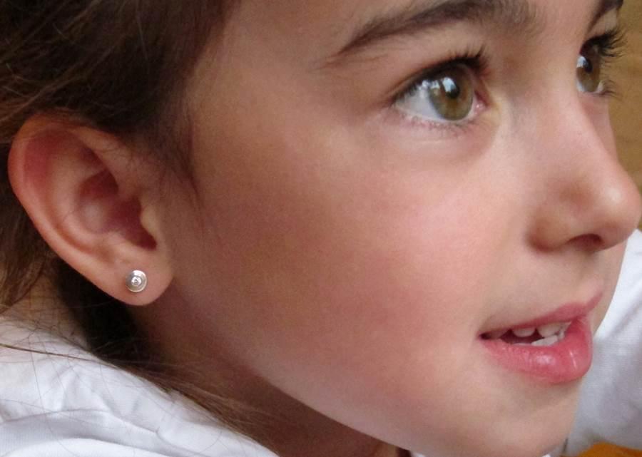pendientes plata niña bebe rosca redondos planos oro blanco pequeña aretes hipoalergénicos mujer en la oreja