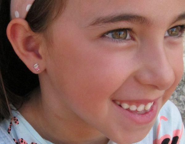 pendientes niña rosa oro rosca niña seguridad oreja modelo foto