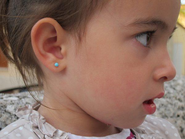 pendientes bola turquesa niña bebe rosca seguridad oreja