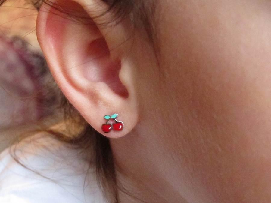 Pendientes cerezas color esmalte plata niña rosca tuerca hipoalergénicos aretes en la oreja pequeñas