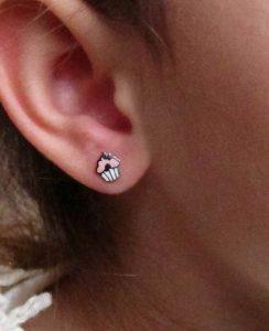 Pendientes cupcake pastel color esmalte plata niña rosca hipoalergénico aretes tuerca pequeñas en la oreja