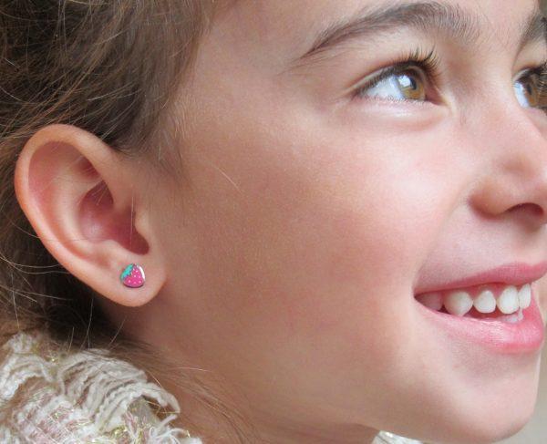 Pendientes fresa color esmalte bebe niña plata rosca seguridad oreja