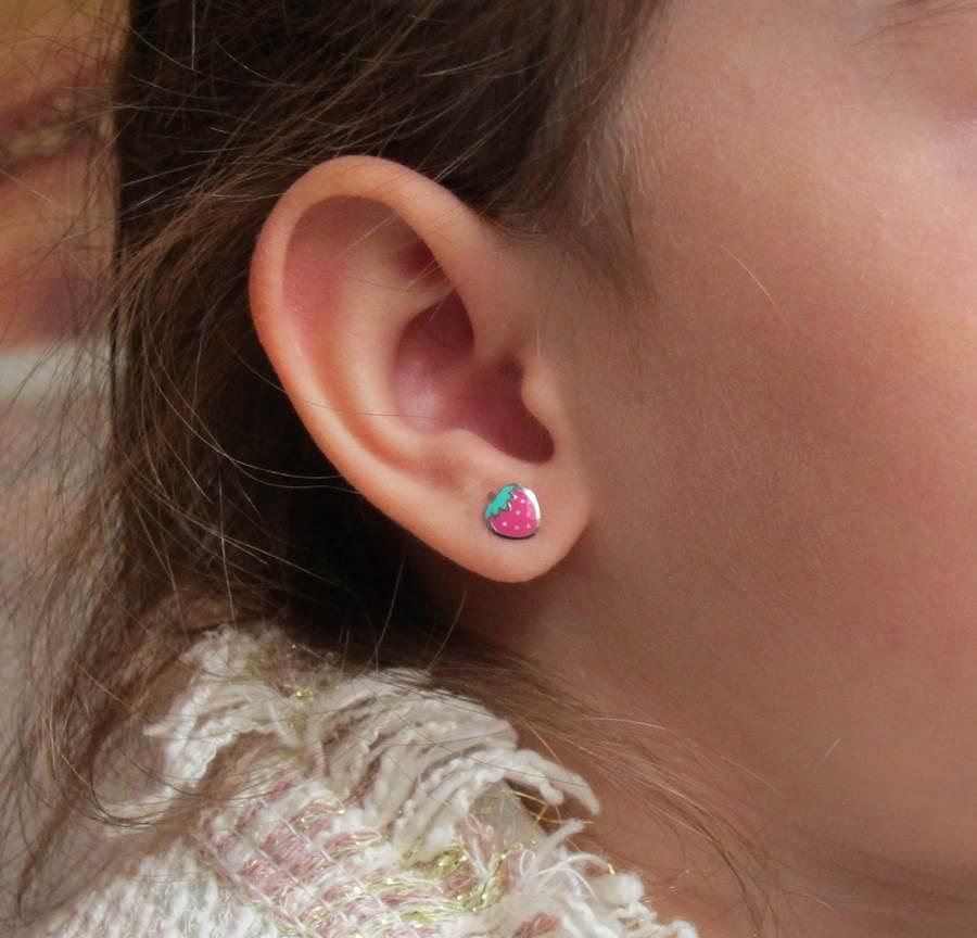 Pendientes fresas color esmalte bebe niña rosca plata hipoalergénicos aretes tuercas en la oreja pequeña