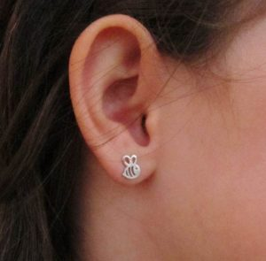 pendientes plata abeja abejita baratos rosca niña regalo hipoalergénico aretes tuerca en la oreja modelo