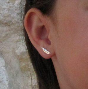 pendientes plata pluma baratos mocosa regalo niña mujer rosca tuerca hipoalergenicos en la oreja modelo de cerca
