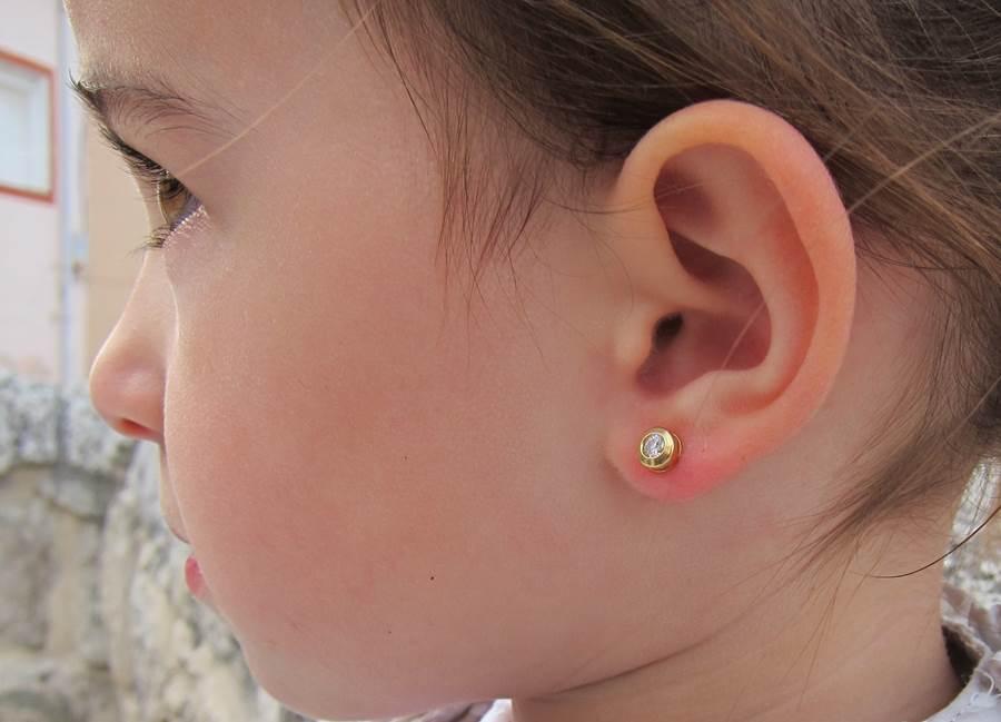 Pendientes chaton circonita galeria oro amarillo bebe niña rosca tuerca hipoalergenico en la oreja grande