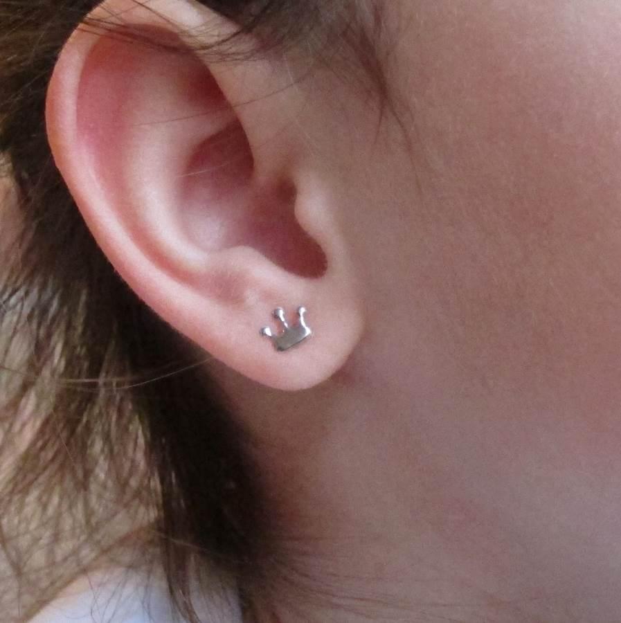 Pendientes corona princesa oro blanco liso brillo bebe niña rosca pequeñas hipoalergénicos tuerca en la oreja plata