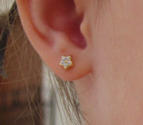 Pendientes multipiedra circonita estrella oro amarillo bebe niña rosca en la oreja hipoalergenico