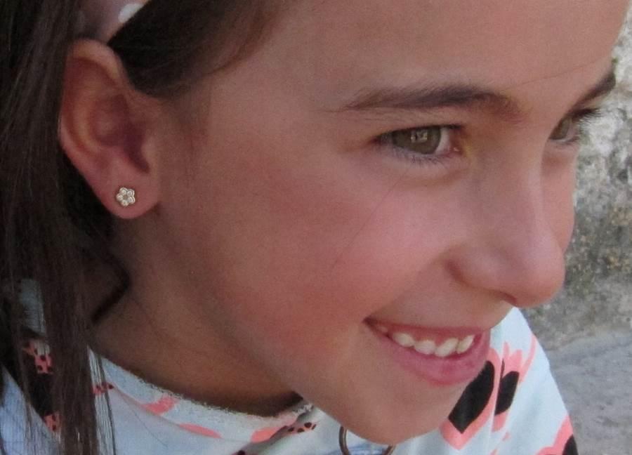 Pendientes oro flor circonitas niña bebe rosca tuerca hipoalergenicos como quedan en la oreja