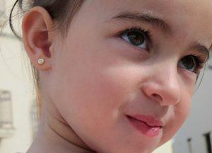 pendientes oro redondo multipiedra circonitas niña bebe regalo rosca tuerca hipoalergenico en la oreja