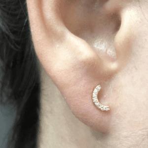 Pendientes media luna circonitasen oro y rosca en la oreja