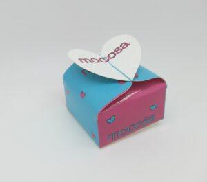 packaging caja mujer joven mocosa