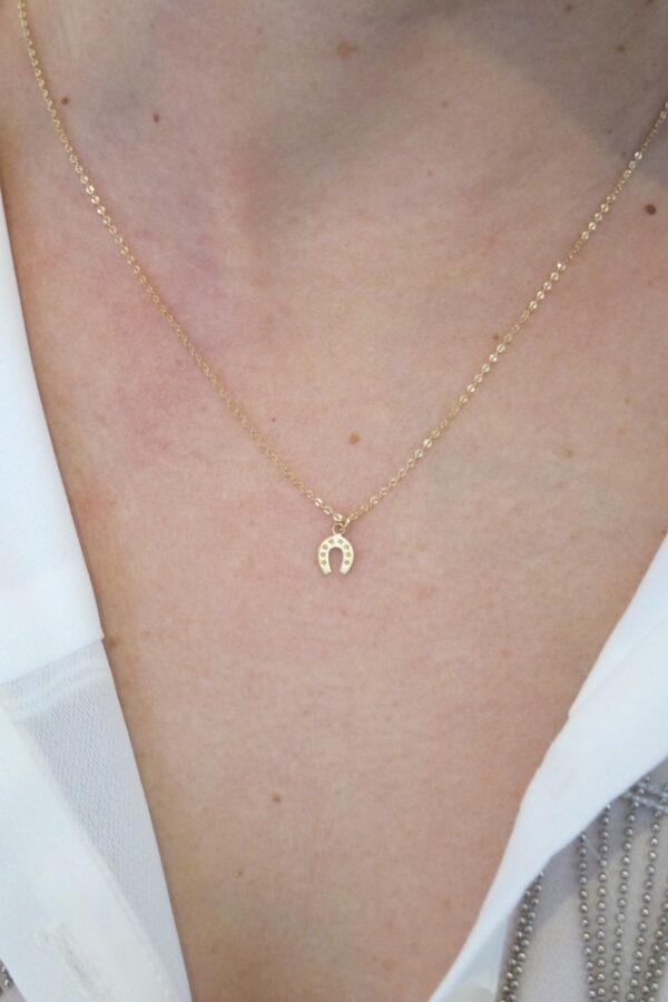 colgante herradura caballo con cadena a 40cm corta fina como queda puesto oro 18k mujer niña joven regalo original