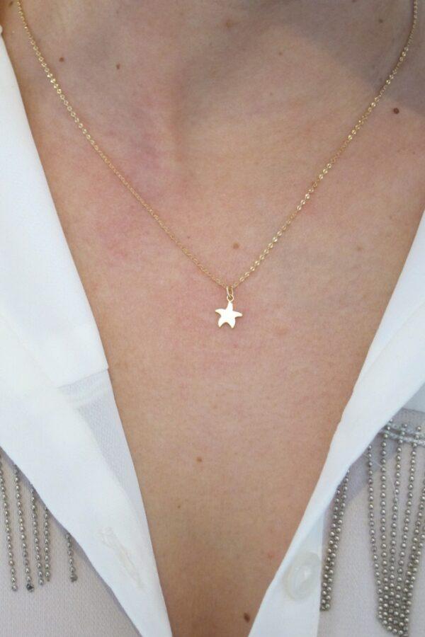 colgante estrella de mar con cadena a 40cm corta fina como queda puesto oro 18k mujer joven niña regalo original